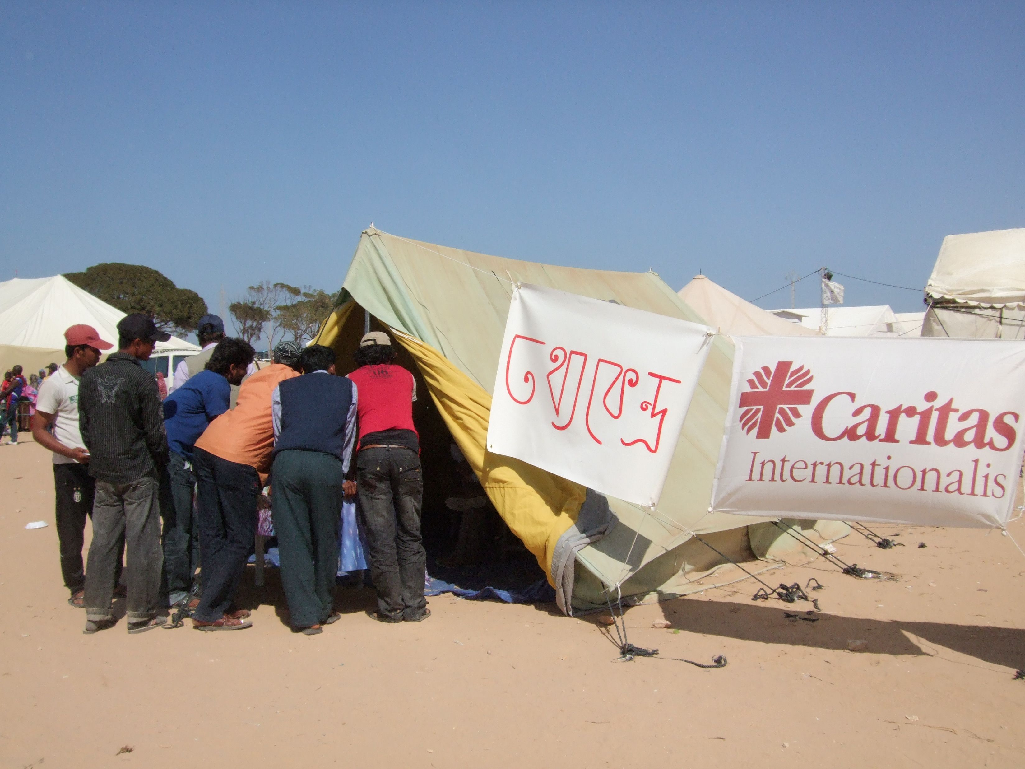 caritas-tent-at-the-camp