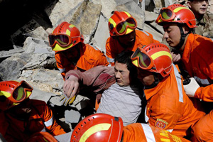 Rescuers carry an injured man from the ruins after an earthquake at the Tibetan Autonomous Prefecture of Yushu, Qinghai province April 15, 2010. The death toll from the earthquake in China's remote and mountainous Yushu county, Qinghai province, has risen to 617, Xinhua news agency said on Thursday. Credits: REUTERS/ Stringer