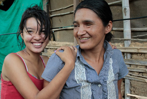 Luz Mila and her daughter in Colombia. Credits: Paul Smith/CAFOD