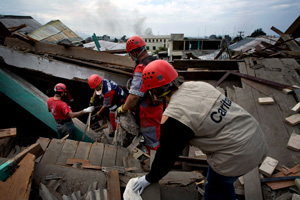Caritas Mexico's search and rescue team digs for earthquake survivors in Haiti. Credits: Katie Orlinsky/Caritas