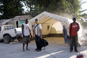Caritas sets up a mobile basic health clinic in Leogane, one of the areas hit hardest by the earthquake. Credits: Katie Orlinsky/ Caritas 2010