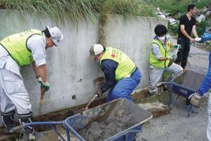 Caritas Japan volunteers from Yonekawa base working on debris removal. Credits: Caritas Japan