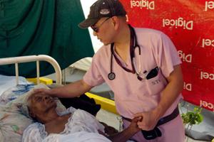 Close to 400,000 people have benefitted from Caritas health care programmes so far. Credits: David Snyder/CRS
