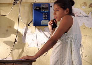 Stefani telephones Onan's mother with the good news that Onan has arrived safely at Caritas Belen reception centre in Saltillo. Credits: Worms/Caritas