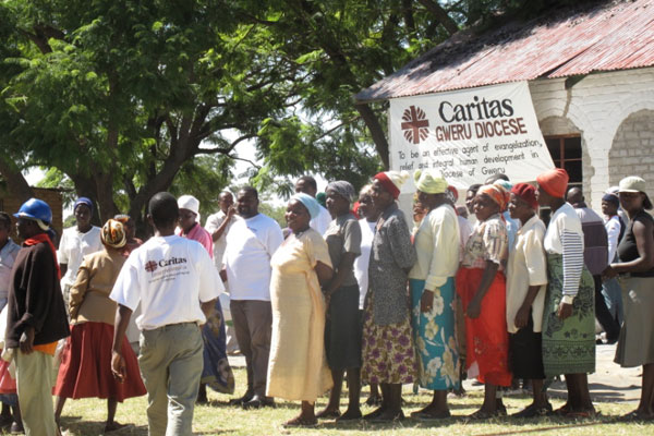 After a failing harvest due to lack of rains, people in Zimbabwe are in desperate need of short term support for food. Credits: Cibambo/Caritas
