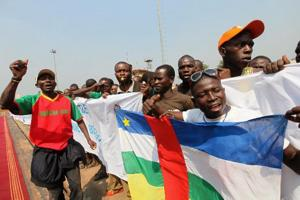 Supporters of Central African Republic President Francois Bozize demonstrate at the airport in Bangui December 30, 2012.  Credits: REUTERS/Luc Gnago courtesy of AlertNet.org