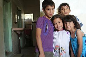 Syrian refugee children in Mafraq, Jordan. Eighteen people live in their bare two-room apartment. Credits: Sheahen/Caritas