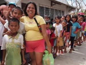 Vilma and children at a Caritas Cebu food distribution in San Remigio. Credit: Ryan Worms/Caritas