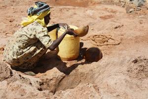 Caritas le lleva agua al sediento en el devastado por la sequía Cuerno de África
