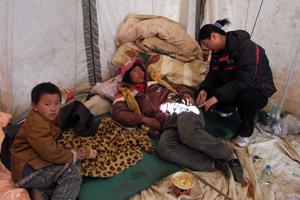 Malgré les routes enneigées, l'aide de Caritas arrive au Qinghai après le séisme