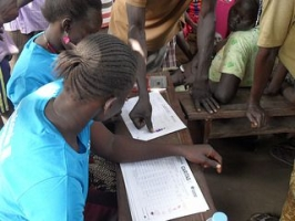 Registering to receive aid in South Sudan. Credit: Caritas Switzerland.