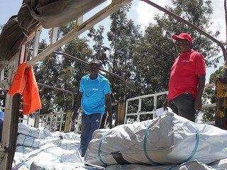 L'aide de Caritas comprend de la nourriture, des bâches plastiques, des draps, des nattes, des jerricanes, du savon, des moustiquaires, de l'eau potable et des soins de santé.