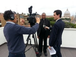 Cardinal John Onaiyekan talking to the media.