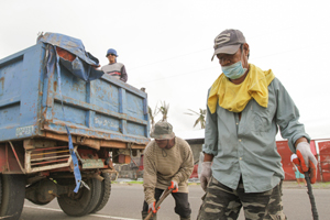 Clearing up the mess is crucial before any work to provide permanent clean water supplies and new homes and schools can get underway. It's a tough job – done by beneficiaries of a Caritas cash-for-work programme. Credit: Jim Stipe/Kent Truog – CRS
