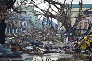 Debris lines the streets of Tacloban, Leyte island. Credit:  Eoghan Rice - Trócaire / Caritas