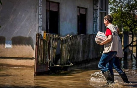 Floods recede in Balkans to reveal desolation