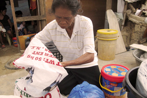 In addition to shelter, Violeta has received help from Caritas – health and sanitation equipment and bags of rice. It's helped the family make it through. Credit: Nick Harrop/CAFOD