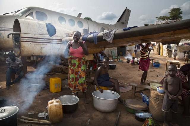 Conditions are grim in Bangui, with people sleeping on muddy ground without enough to eat and malaria rampant. Credit: Arie Kievit/Cordaid