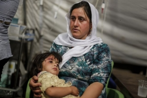 A Yazidi woman and her injured child. Hundreds of thousands of religious minorities including Christians and Yazidis have fled extremists in Iraq. Sam Tarling for Caritas