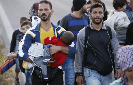 Visite du Cardinal Tagle en Grèce au nom de Caritas pour voir la crise des réfugiés
