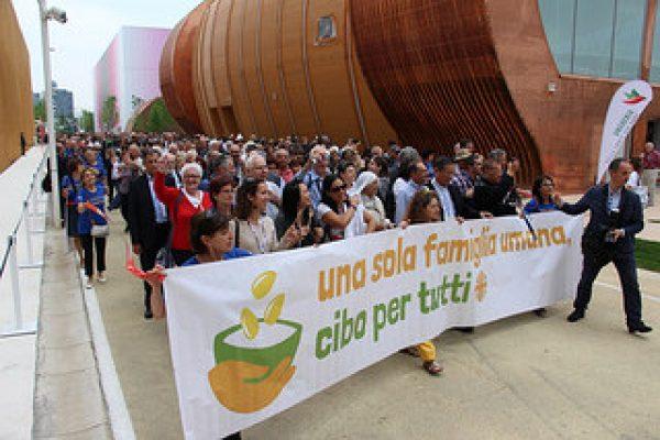 Acabar con el hambre para 2025, dicen los líderes eclesiásticos durante el Día de Caritas en la Expo 2015