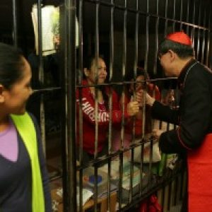 Cardinal Tagle meets migrants workers in Lebanon