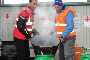 Tea for 6,000 refugees a day in Croatia