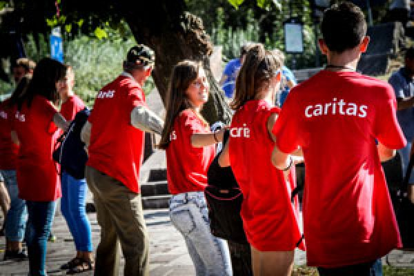 El cardenal Tagle y los jóvenes de Caritas inspiran a los peregrinos de la Jornada Mundial de la Juventud