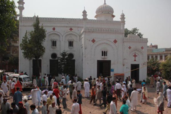 Caritas Pakistan joins protests after deadly suicide attack in church