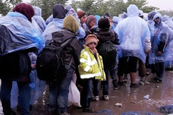 Croatia welcomes refugees with hot cup of tea