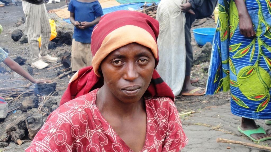 En République démocratique du Congo, l'intensification des combats dans la province du Nord-Kivu jette des milliers de familles sur les routes.