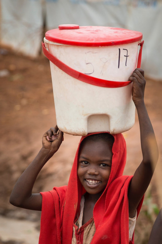 In an IDP camp in South Sudan, newcomers receive a bucket, a foldable jerry can and soap. These items are distributed by Caritas organisation Cordaid. CREDIT: Ilvy Njiokiktjien/Cordaid