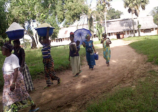 Dengese women arriving at the camp. Photo by Caritas Congo Asbl
