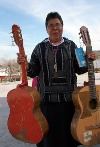 Luis Enrique has been working for over an hour on patching up the two guitars that madre Guadalupe brought him at Belen, the migrants reception home in Saltillo, North Mexico. Credits: Worms/Caritas