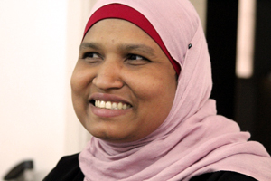 A Bangladeshi woman who cleans houses in Jordan receives aid from Caritas Jordan. Credits: Laura Sheahen/Caritas