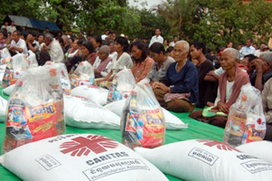 Caritas is distributing bags of rice, along with other food, to flood victims in Cambodia. Credit: Caritas Cambodia