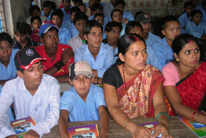 In Nepal, where many people migrate abroad for work, Caritas runs info sessions to warn at-risk groups about human trafficking. Credits: Caritas Nepal