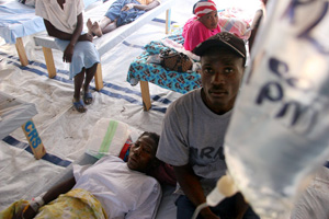 Caritas member organisations have been running hygiene awareness programmes to prevent the spread of cholera. Credits: Lane Harthill/CRS