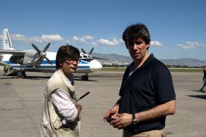 Alistair Dutton, Caritas Internationalis Humanitarian Director reaches Haiti 48 hours after the 2010 earthquake. Credits: Hough/Caritas