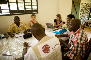 Meeting at Caritas Côte d'Ivoire. Caritas Côte d'Ivoire immediately deployed all its resources to help those who had been affected and displaced by the crisis in various parts of the country. Credits: Xavier Schwebel/Secours Catholique