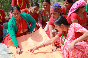 Sita Sharma Dhakal gives advice at a farming class in Nepal. Credits: Phillip Gibbs/Caritas Aotearoa New Zealand