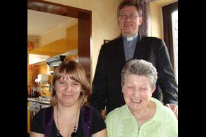 German Margret Wulf and her new caretaker Alicja Roszczyniala from Poland. Marek Borzyskowski, Caritas Director from Grudziadz visited the two in Mrs. Wulf's home in Germany. Credits: CPD/Sauer