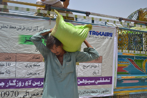 22-year-old Ghulam Akber clutches his bag of cotton seed distributed by Trocaire. Credits: Eoghan Rice/Trocaire