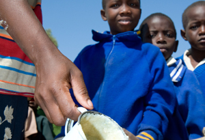 Lunch for students at Lupaka Primary School in Zimbabwe. Credits: David Snyder/Caritas