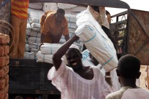 Preparing for the rainy season in Darfur, ACT/Caritas staff is handing over NFIs Credits: ACT/Caritas