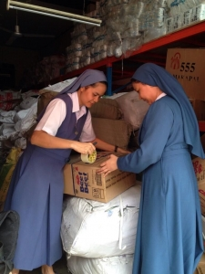Religious sisters helping pack aid for Leyte. Credit: Caritas Manila