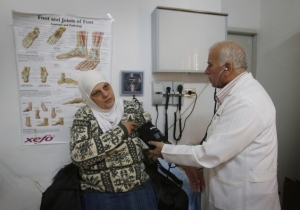 A Syrian refugee receives medical care from Doctor Joseph Shnoudi at a Caritas  Community Centre in Amman, Jordan. Credit: Danny Lawson/PA Wire