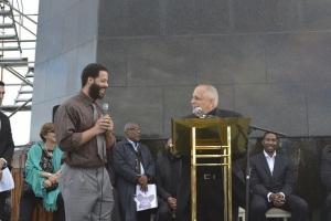 Mgr Vitillo à l'ONUSIDA à Rio. Photo d'UNIC Rio / Gustavo Barreto
