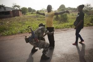 Las fuerzas del gobierno y los mediadores internacionales han perdido el control sobre gran parte del país. Foto de Matthieu Alexandre/Caritas