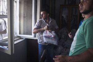 A staff member of Caritas Jerusalem taking delivery of aid in St Porphyrios Church before distributing it. © Virginie NGUYEN HOANG/hanslucas.com - Secours Catholique/ Caritas France.
